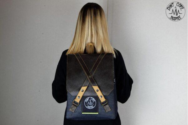 ''V'' Backpack 5 YRS - 4
